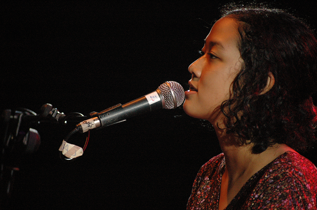 GirlsclubAsia-Music-leilani-hermiasih-Tika_and_the_Dissidents_Album_Launch_2010-by_Anom_Sugiswoto