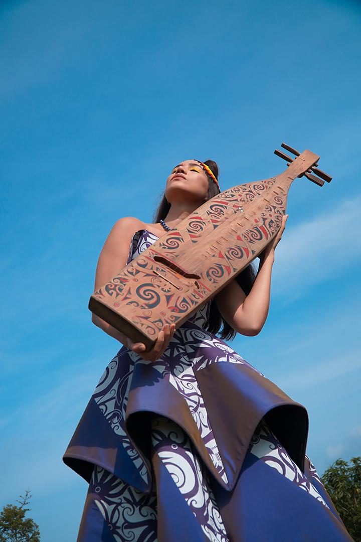GirlsclubAsia-Artist-Alena-Murang-Dress by Von Jolly Couture, Beads by Raben Beads, Sape' by Tusau Padan