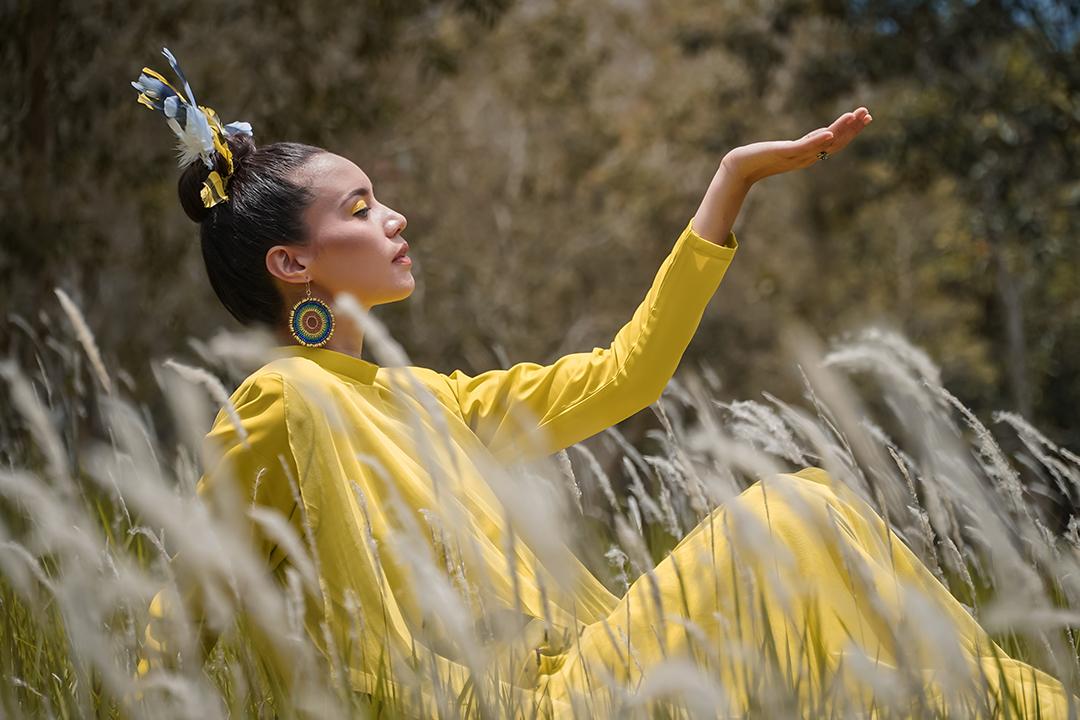 GirlsclubAsia-Artist-Alena-Murang-Dress by TeeCode, Feathers by Neng Kho Razali, Earrings by Raben Beads